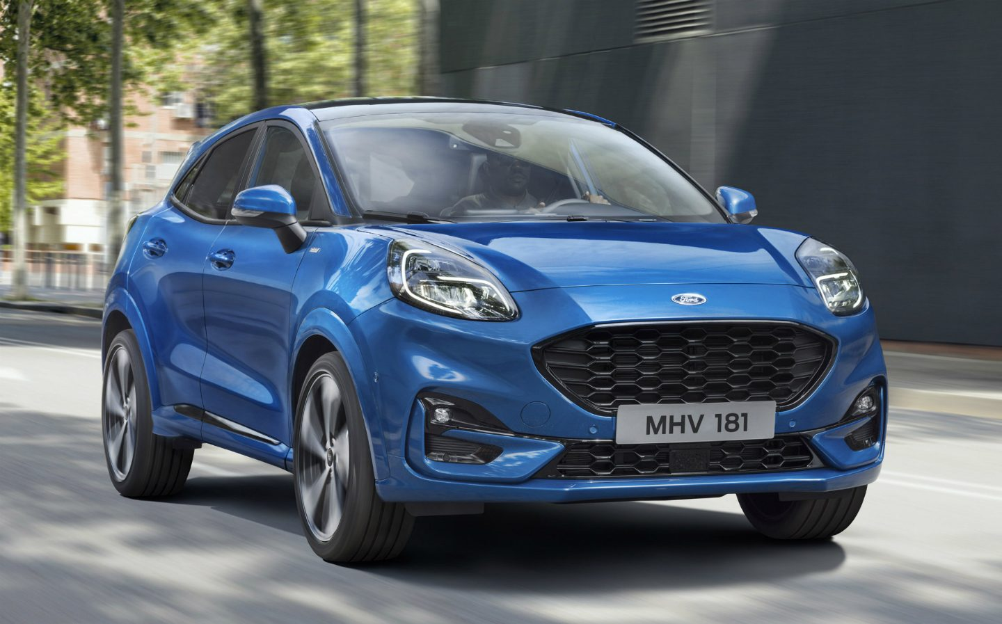 2020 Ford Puma Titanium X: the Perfect Compact Crossover SUV Debuts in Europe
